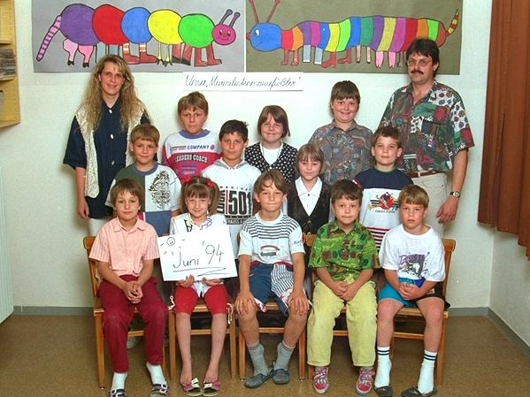 1993-94  1. Kl. (1.-4. Schst.) mit Ass.L Birgit Fruhmann und KL Gerhard Kappacher