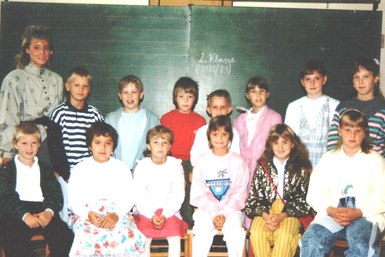 1988-89  2. Kl. (3./4. Schst.) mit KL Michaela Riegler