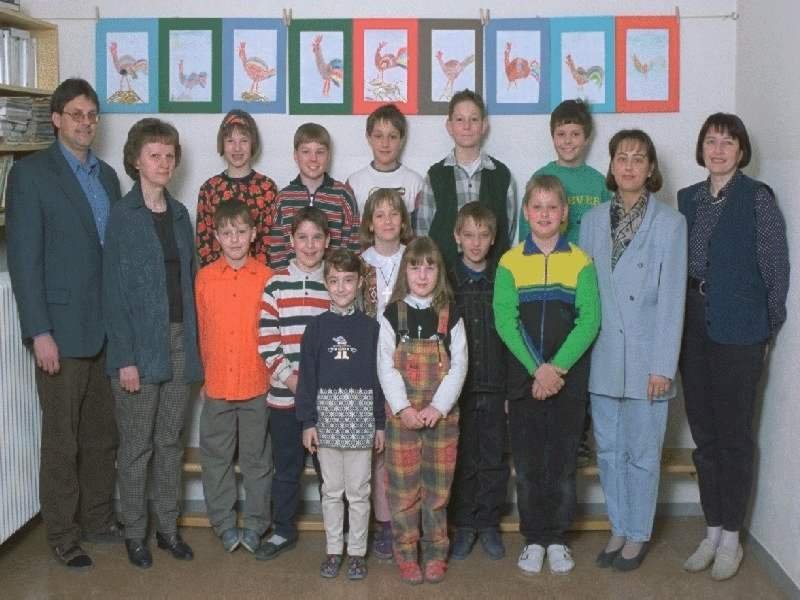 1996-97  1. Kl. (1.-4. Schst.) mit KL Gerhard Kappacher, WeL Ernestine Supper, Ass.L Sabine Volf , Rel.L Christina Krutzler
