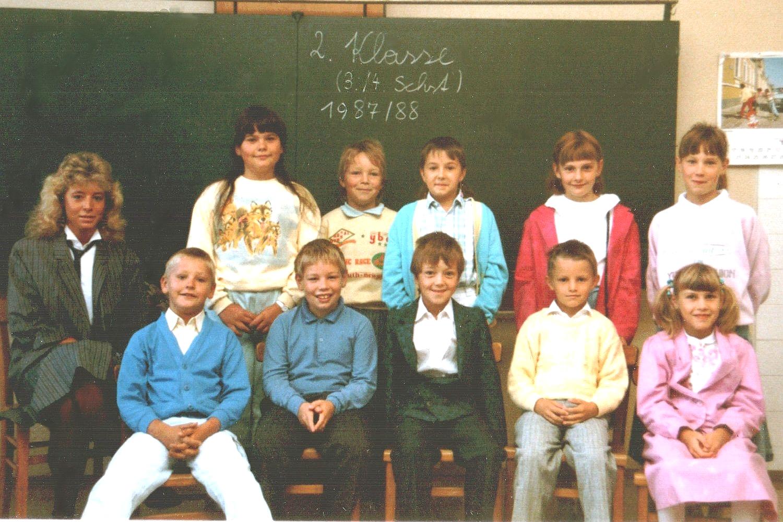 1987-88  2. Kl. (3./4. Schst.) mit KL Michaela Riegler