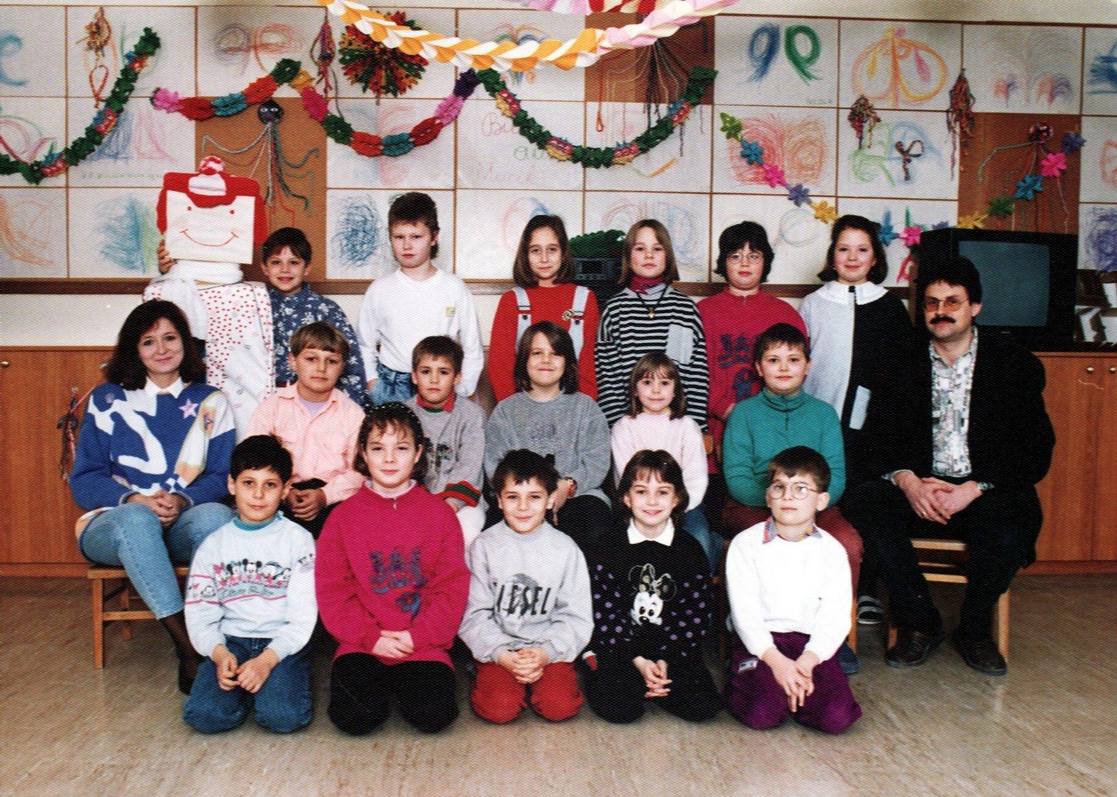 1992-93  1. Kl. (1.-4. Schst.) mit Ass.L Barbara Wöhrenschimmel und KL Gerhard Kappacher