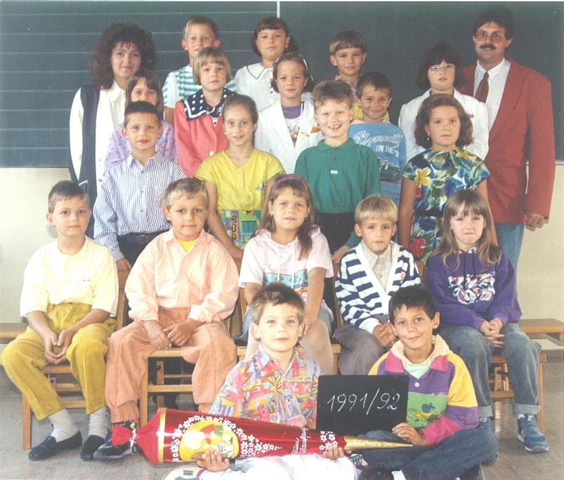 1991-92  1. Kl. (1.-4. Schst.) mit Ass.L Christine Pöltl und KL Gerhard Kappacher