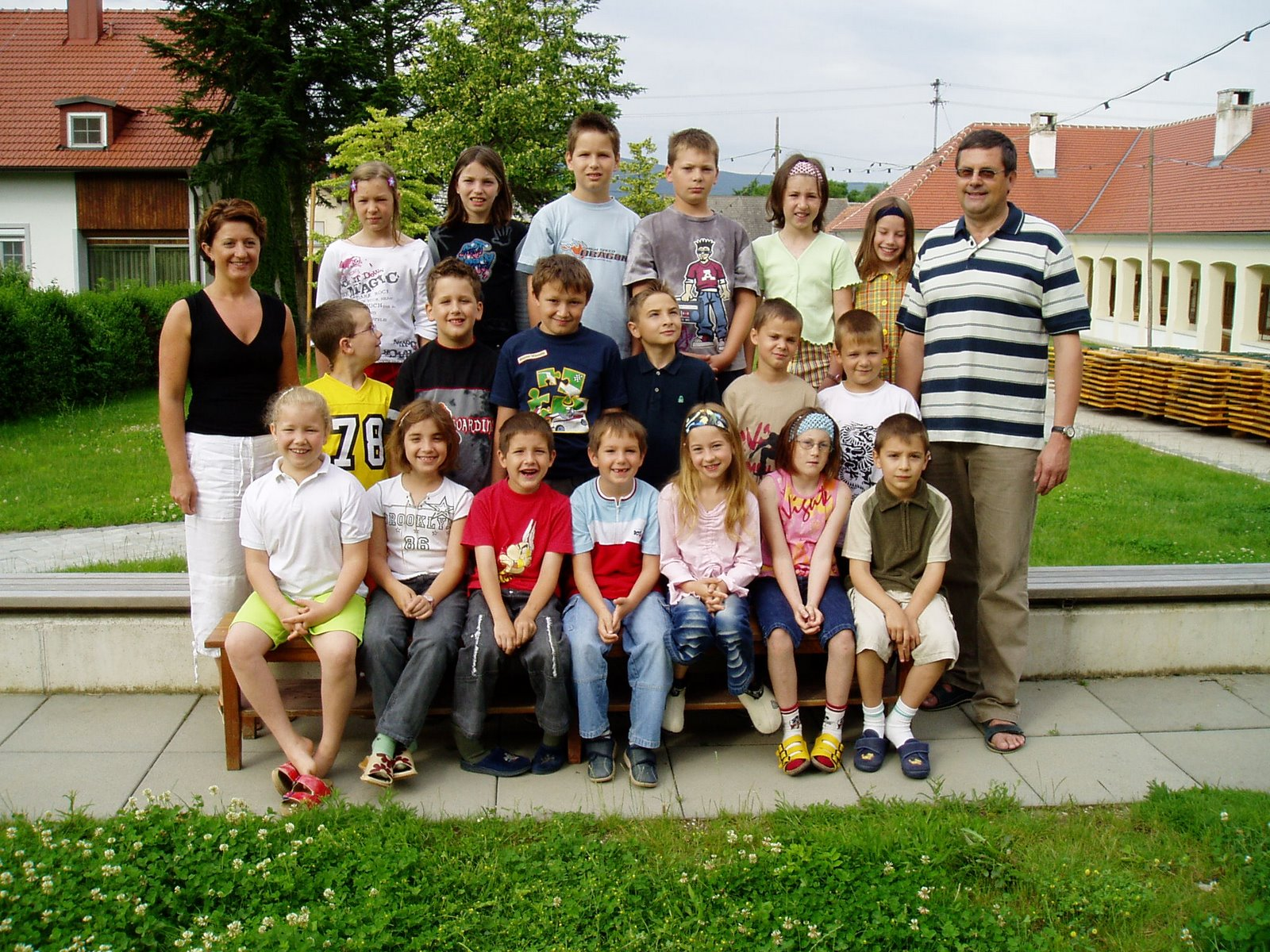 2003-04  1. Kl. (1.-4. Schst.) mit KL Gerhard Kappacher, Ass.L Elke Poandl