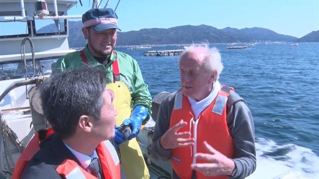中村さんと再会。明神丸で牡蠣の養殖場へ向かう。