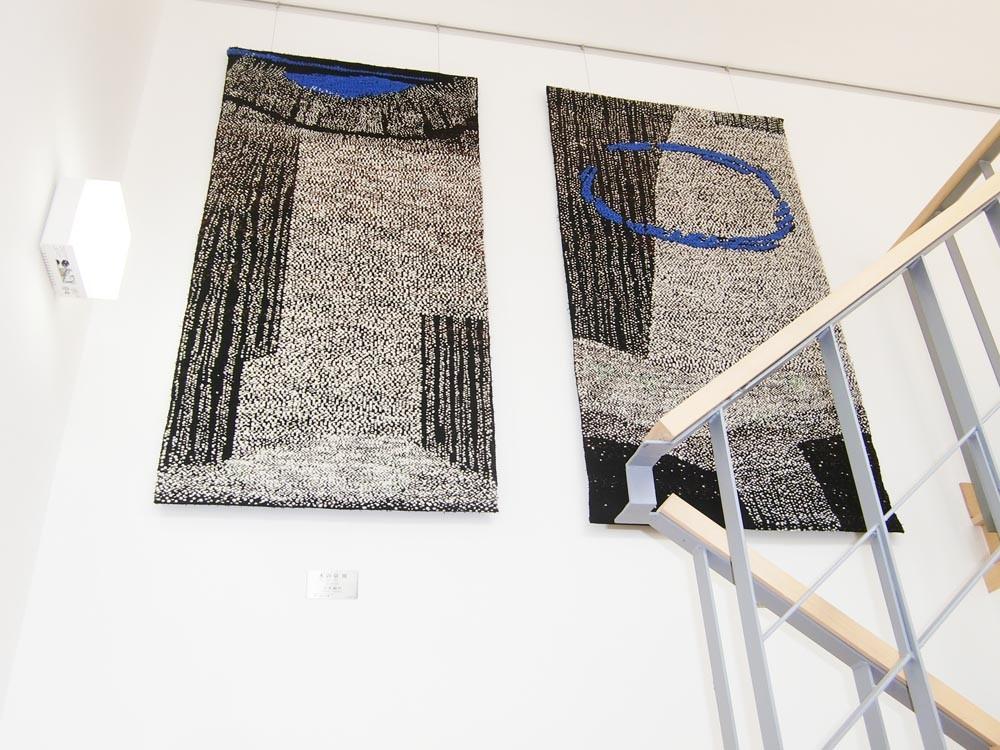 3階階段横壁面「水の章Ⅲ」「水の章Ⅴ」吉水絹代 平織
