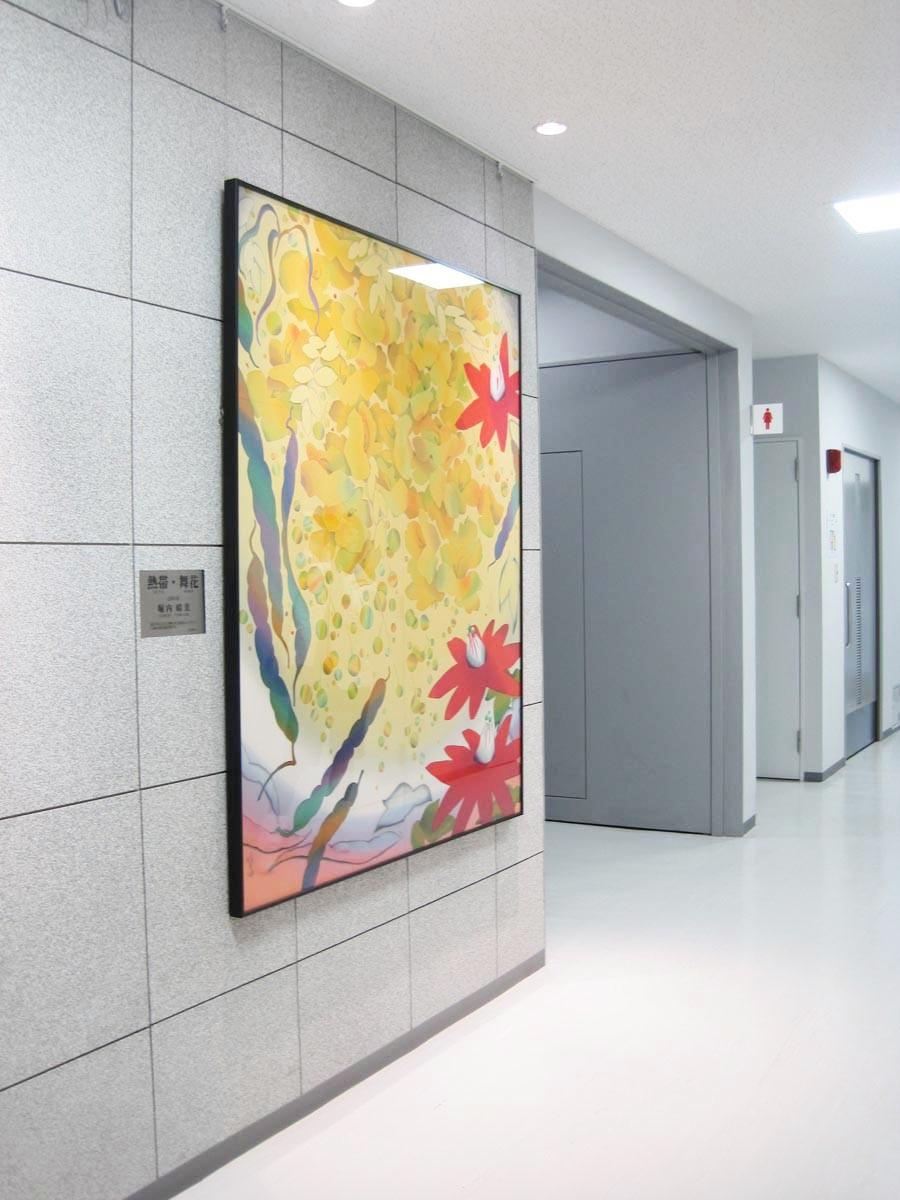 「熱帯舞い花」 160×140cm ローケツ染め  2004年堀内晴美 日本新工芸家連盟会員
