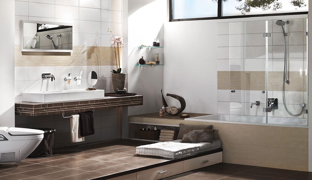 Badewannenaufsatz als Minimallösung für Duschkomfort.