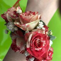 Muñequera con flor variada. A partir de 25€