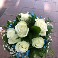 Ramo novia con rosas blancas y paniculata variada. A partir de 20€