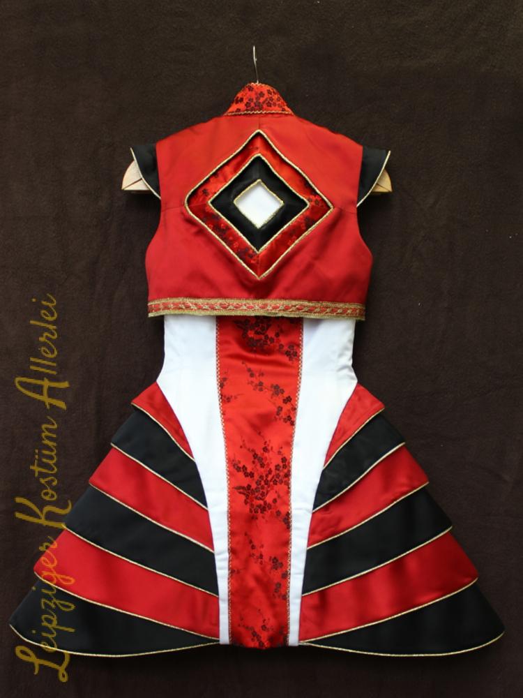 Chinesin, Kleid,  Rücken, auch mit Rücken-Relief