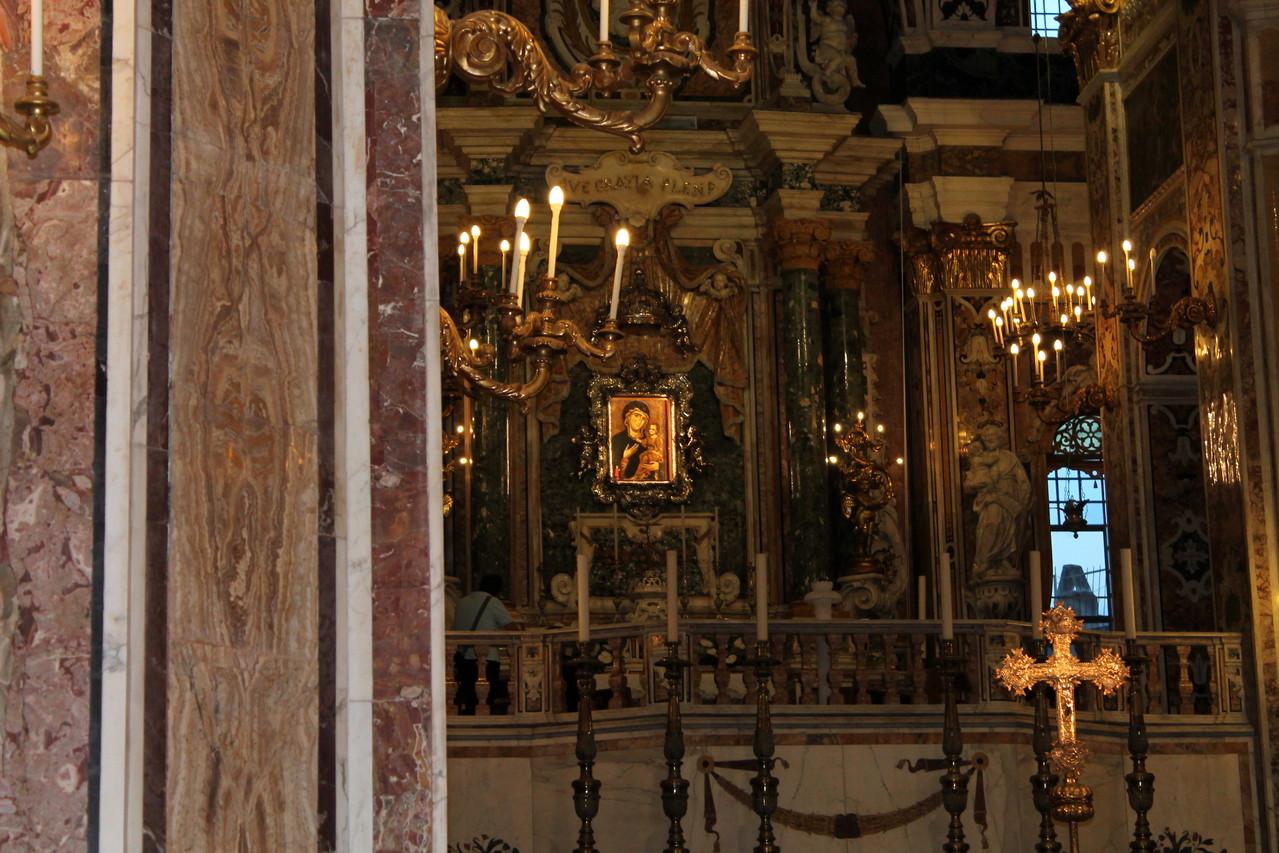 """Basilica Cattedrale """"Maria SS. della Madia"""" - La cappella della Madonna della Madia vista dal basso"""