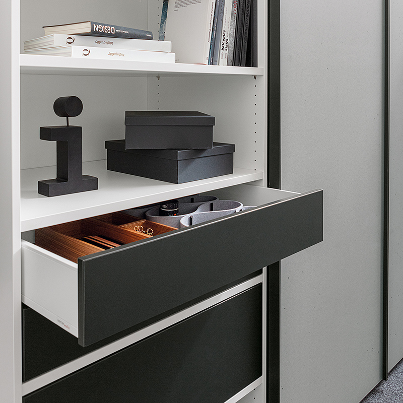 The flexible interior organisation grid can be individually fitted with shelves and drawers.
