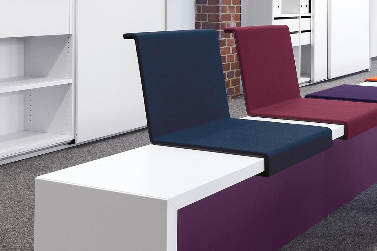 Die Zwischenwände können als gestalterisches Element auch farbig lackiert oder stoffbezogen ausgeführt werden.