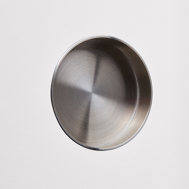 Recessed grip Ø 6 cm, brushed stainless steel.