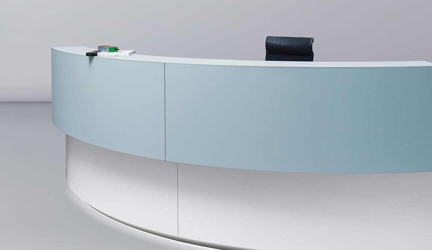 Sections of the reception desk elements can be fitted with add-on, top-mounted counter elements.