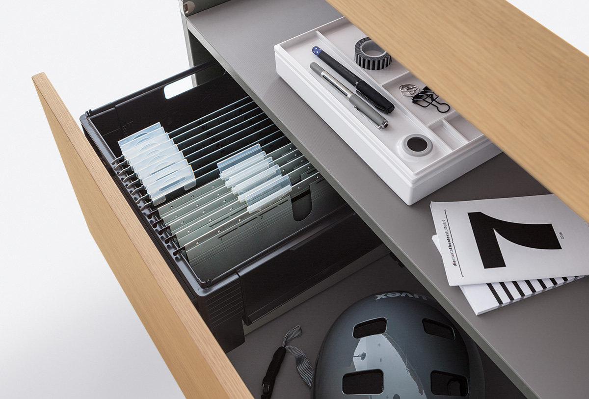 Drawer with adjustable filing frame, DIN A4, drawer system with self-closing and damping.