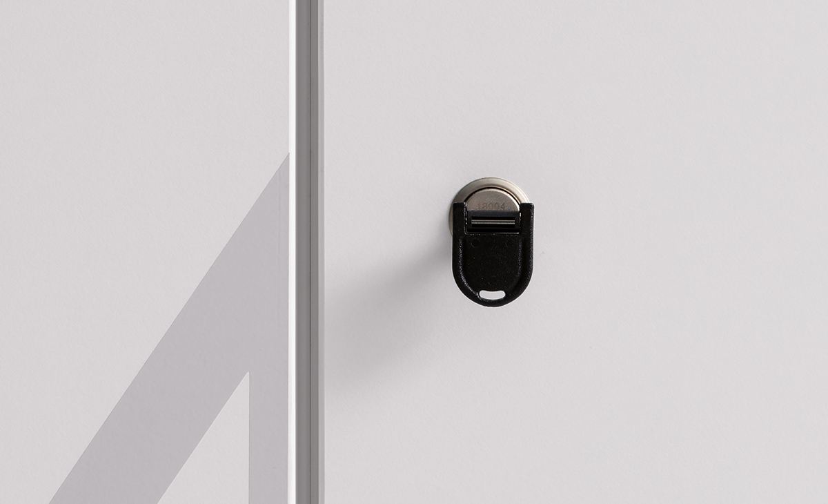 As standard, the locker comes with a flat cylinder lock and a folding key.