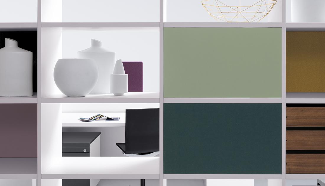 """Das Einbauelement """"Rückwand"""" ist in Dekor, Furnier, Lack oder stoffbezogen standardmäßig erhältlich."""