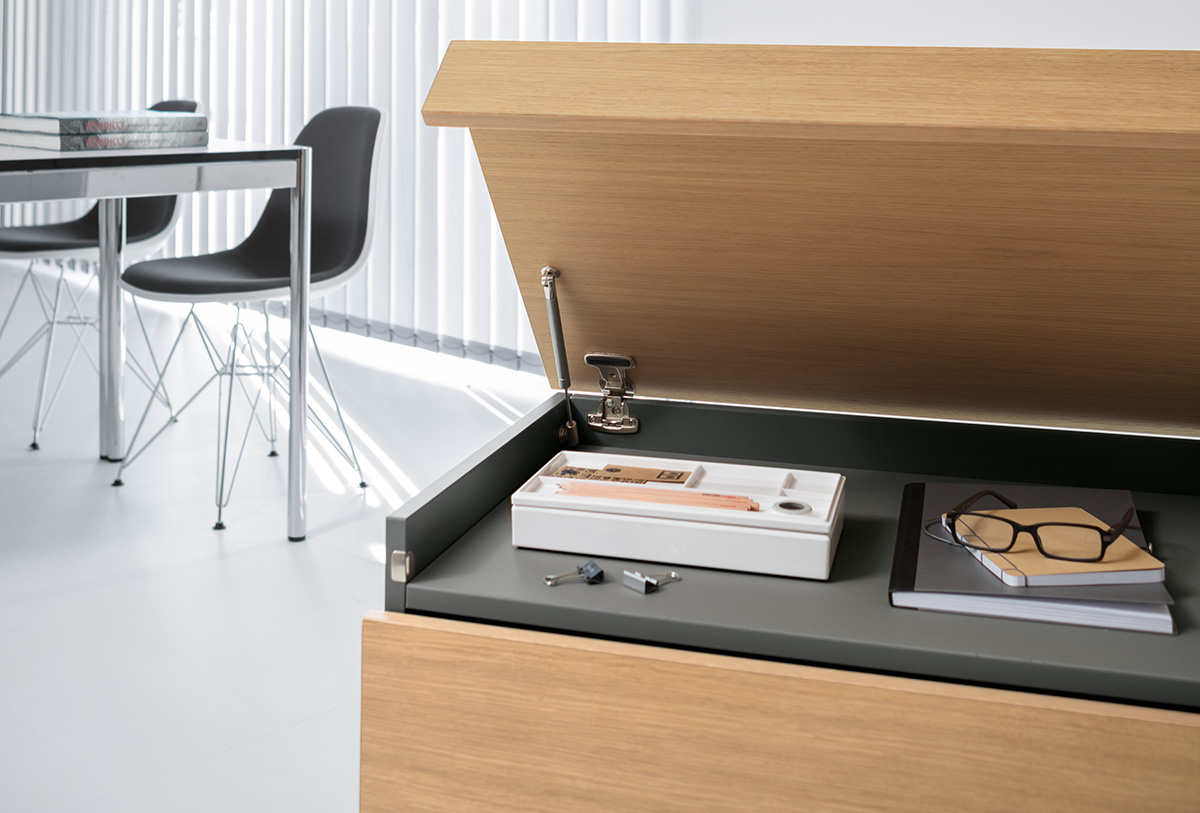 A lockable, lift-up hood offers storage for private items.