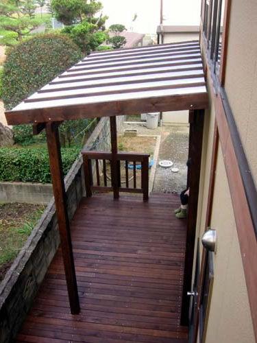 ポリカ平板屋根(乳半色)ウッドデッキ 塗装色 オスモ ローズウッド色