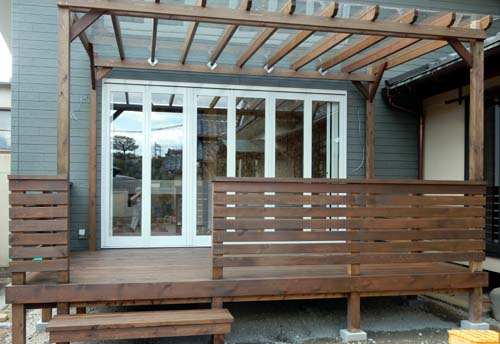 ポリカ平板屋根付きウッドデッキ レッドシダーヒノキ製 塗装色オスモ チーク色