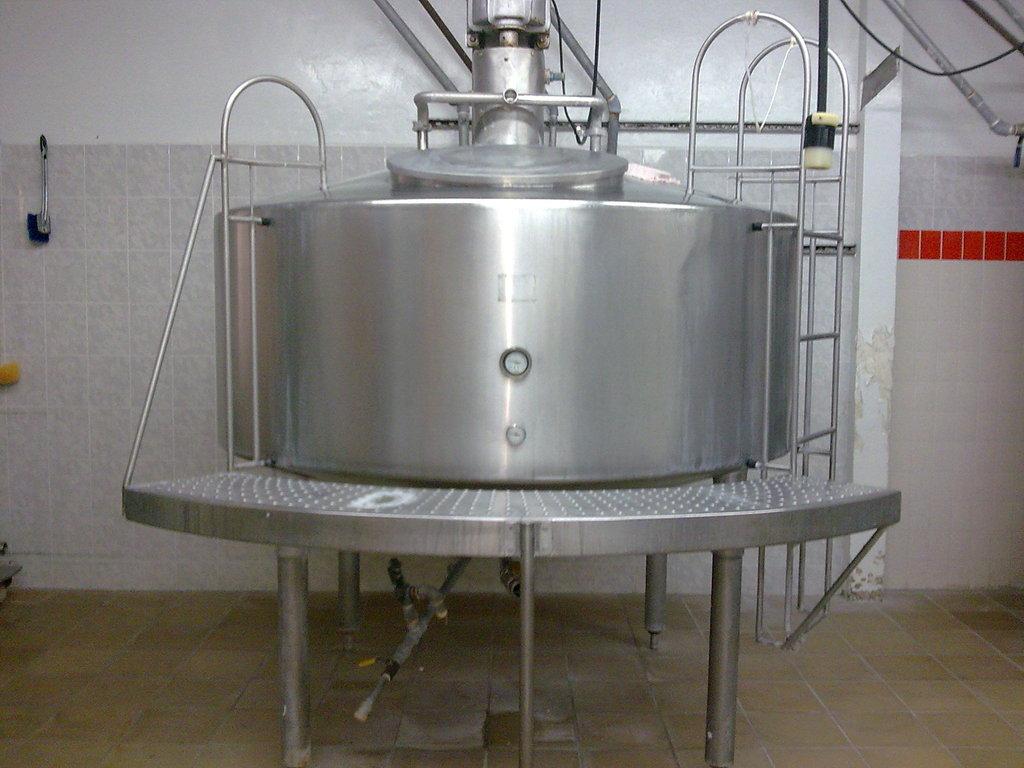 Tanque Pasteurizador de Leche y Siembra de Cultivos de Yogurth Capacidad 2500 lt/hr
