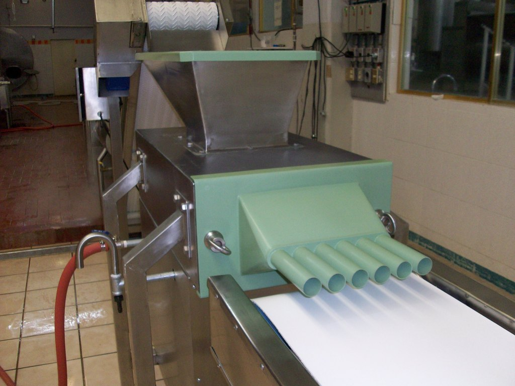 Extrusor Formador de Correas, calienta, amasa y extruye el queso