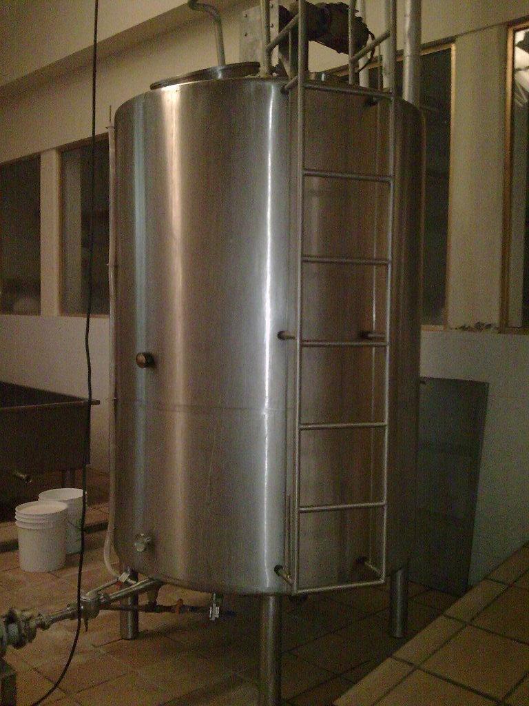 Pasteurizador de Tanque Vertical Capacidad 2500 lt/hr