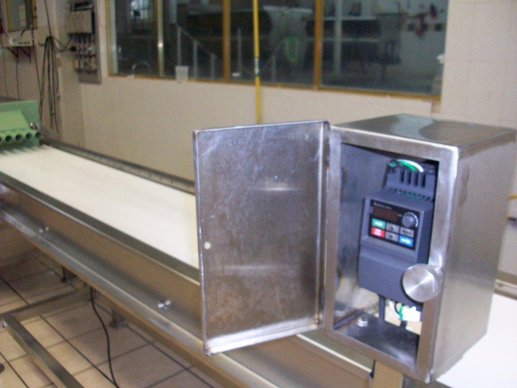 Extrusor y Bandas equipados con Variador de Velocidad Electrónico