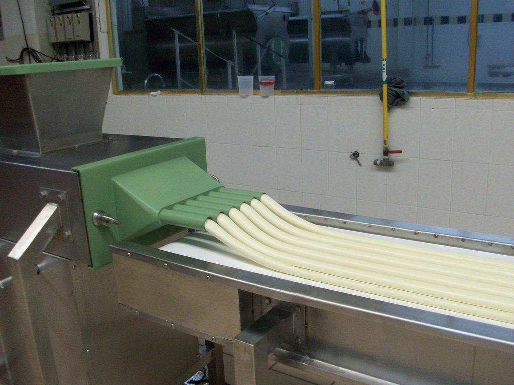 Extrusor Formador de Correas, String Cheese, Barras, con cabezales intercambiables