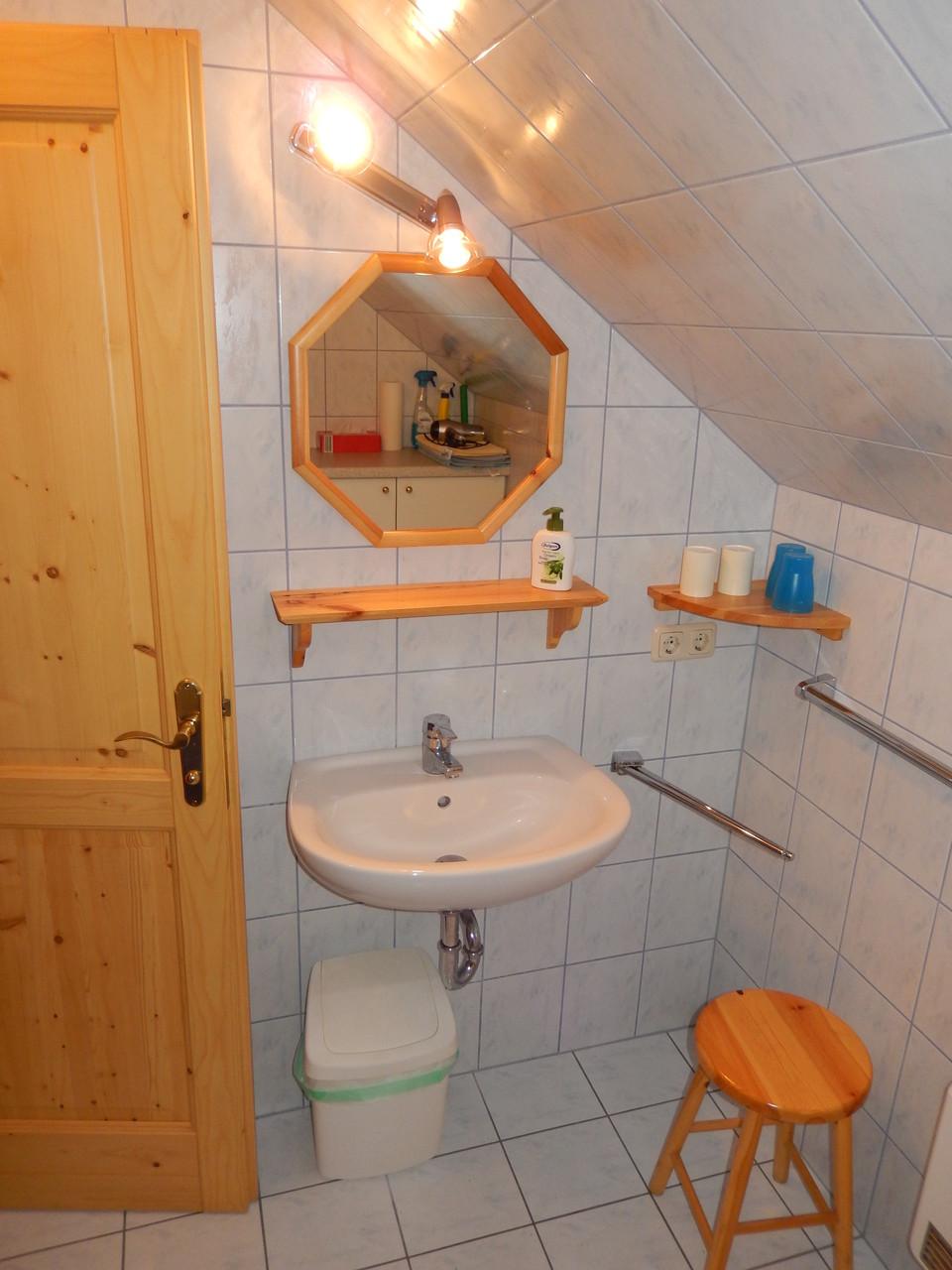 Waschbereich im Bad Kleines Ferienhaus Koglerhütte