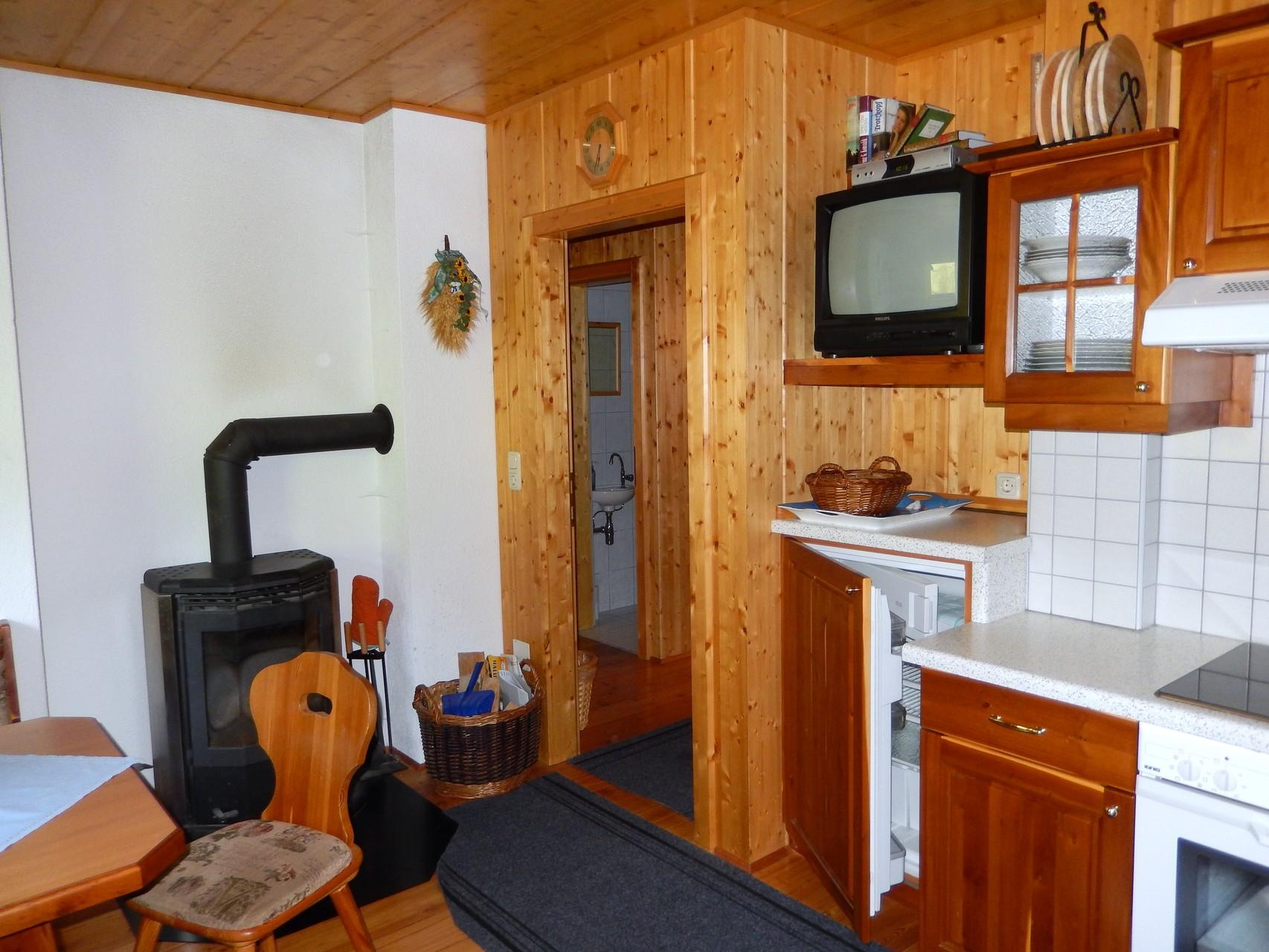 Küche mit Kaminofen Kleines Ferienhaus Koglerhütte