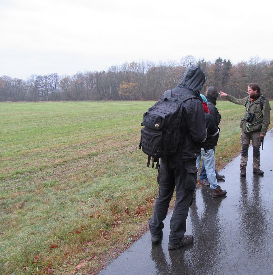 Exkursionsteilnehmer im Regen