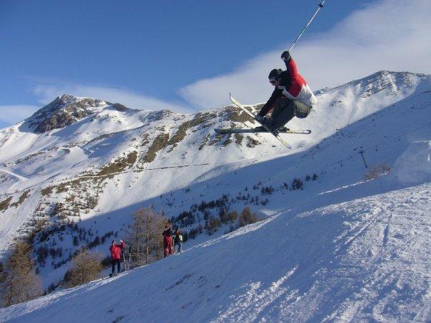 ski freestyle grab montagne neige jump
