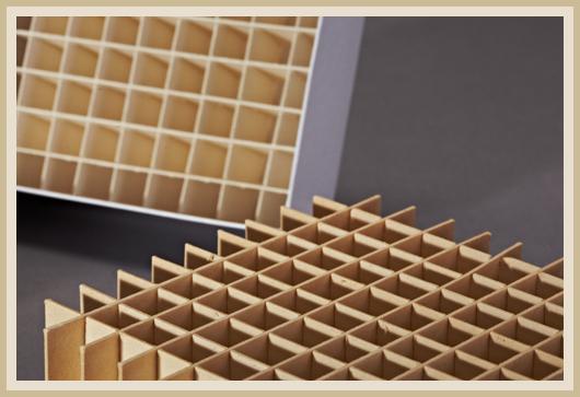 Stülpdeckelkarton mit besonders stabilen 8x8 Gefache