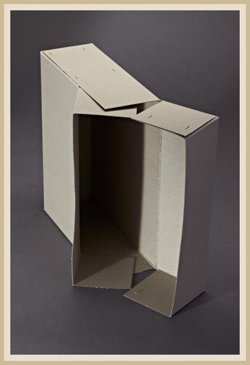 Stabile Archivbox aus 700g/m² Graupappe, liegend.