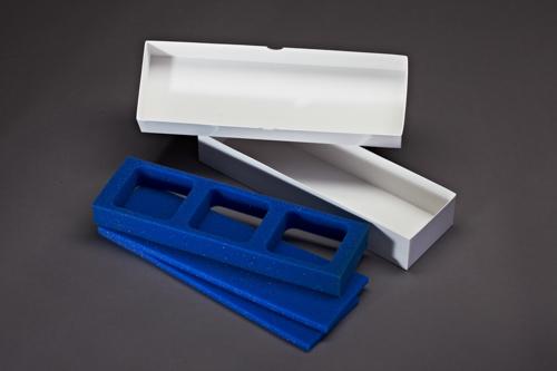 Dental Vepackung mit Schaumstoffeinlage. Je nach Karton und Schaumstoffeinalge können sie bis zu drei Gipsabdrücke sicher transportieren.