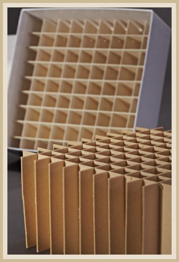 Gefache aus Pappe mit Karton.