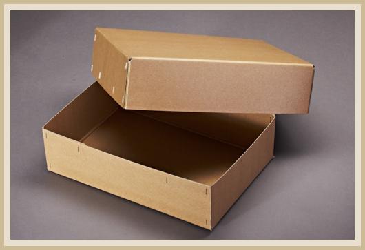 Karton für Ausgrabungen. Mit Flachheftung, aus Natron beschichteter Pappe.