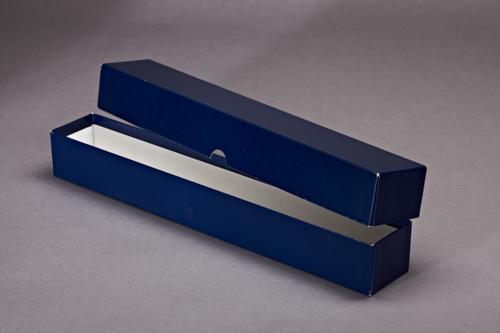 Blaue Verpackungsbox mit Deckel.