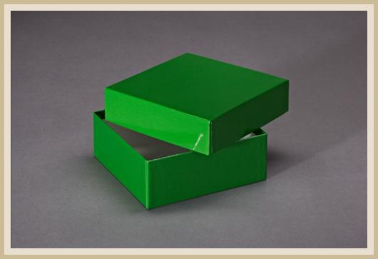 Stülpdeckelkarton grün bezogen