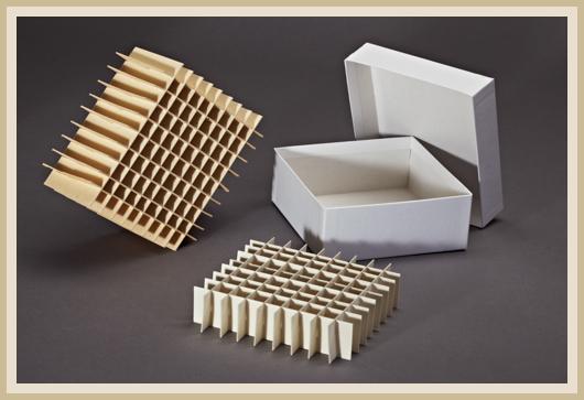 Karton mit seperaten 9x9 und 10x10 Raster fertig gesteckt