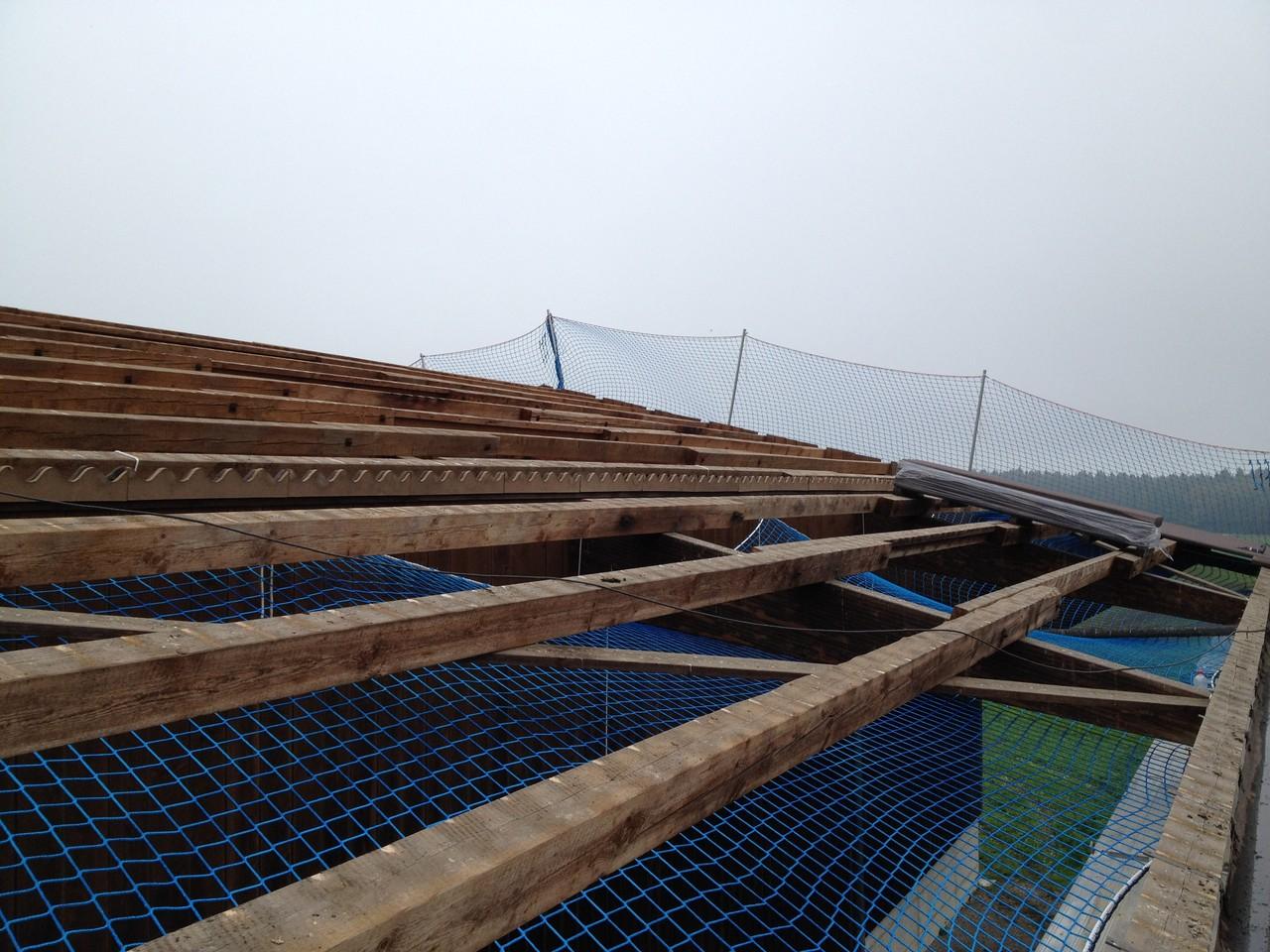 Sanierung Wellplattendach: während den Bauarbeiten