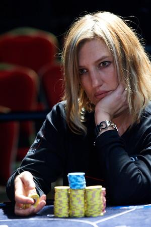 VANESSA HELLEBUYCK championne poker conferenciere