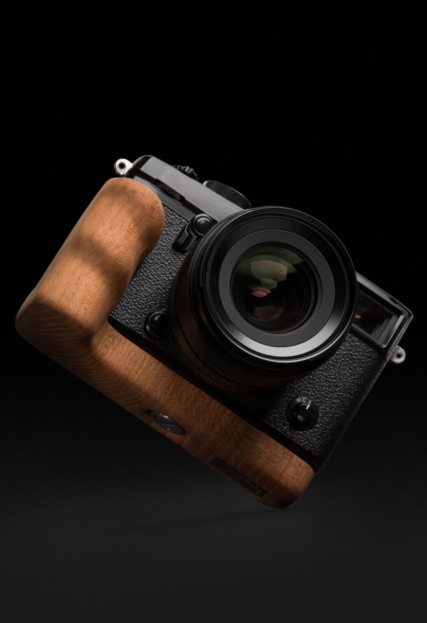 Fujifilm X-Pro2 mit Holzgriff