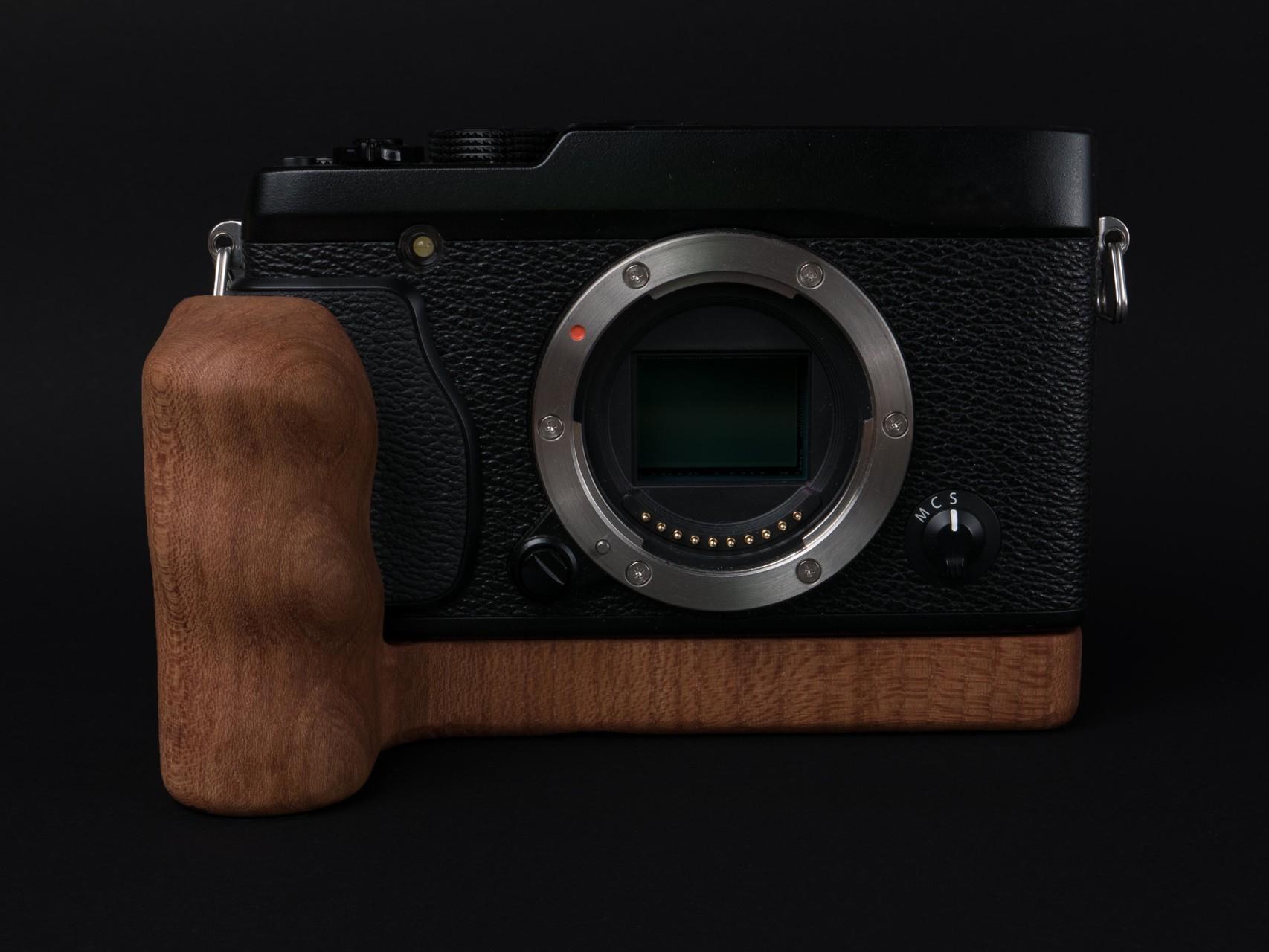 Fujifilm X-E1 mit Holzgriff
