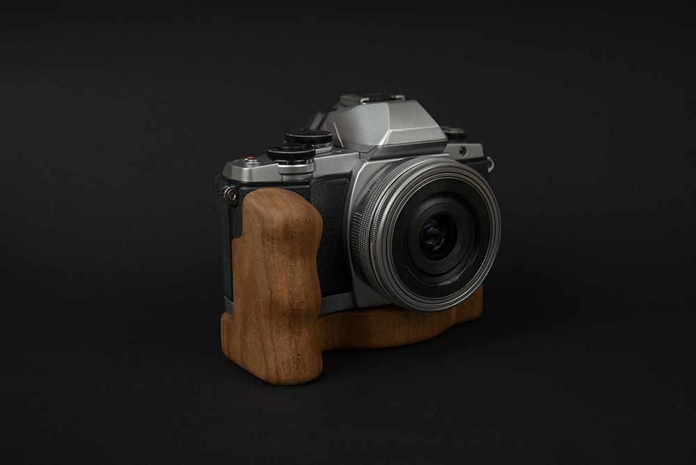 Olympus OM-D E-M10 mit Holzgriff