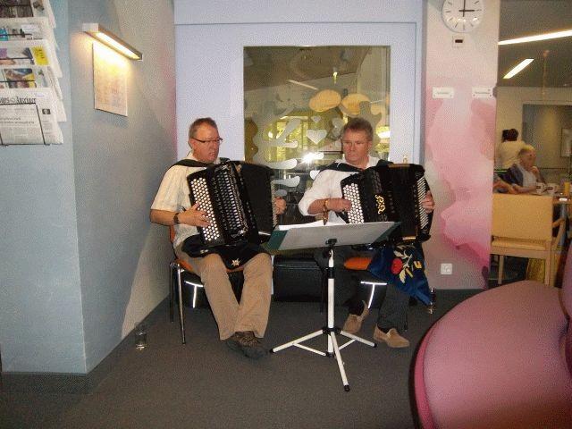 Ab und zu begleite ich Albrecht Lauener mit dem Akkordeon