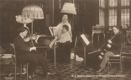 Die rumänische Königin Elisabeth mit den Künstlern Enescu und Dinicu / Quelle: Wikimedia Commons