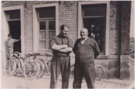 Café Dancoisne - Rue Deregnaucourt -Georges Dancoisne et son père